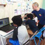エイドでは英会話でプログラミング学習を行う英語クラスを開校しています。