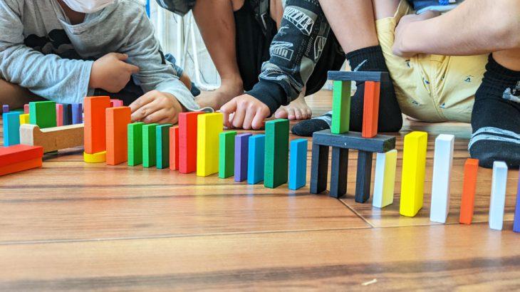 【子供のプログラミング学習】チームでドミノを全て並べるという事で得られる事とは?